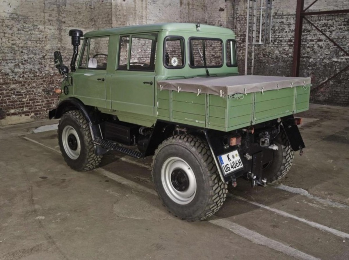 For sale this awesome mercedes benz unimog doppelkabine for Mercedes benz unimog for sale