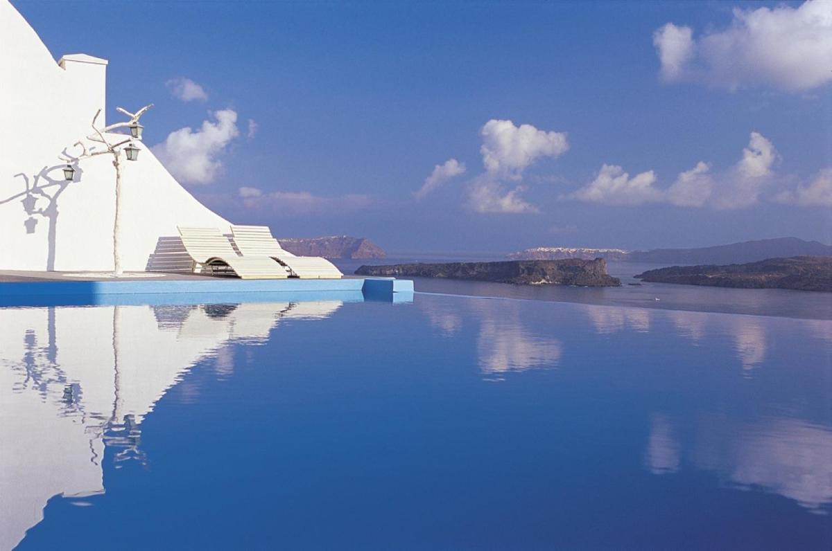 infinity-pool-astarte-suites-hotel-santorini-greece-48960-1900