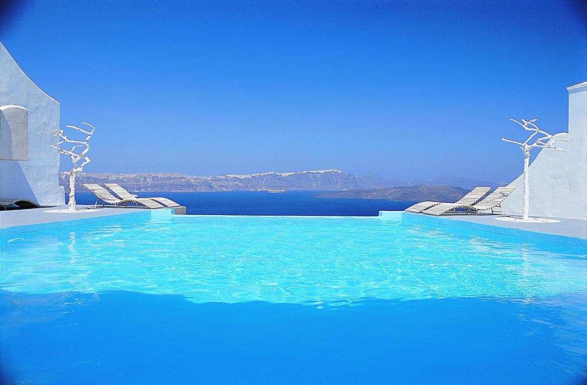 infinity-pool-astarte-suites-hotel-santorini-greece-48961-1900
