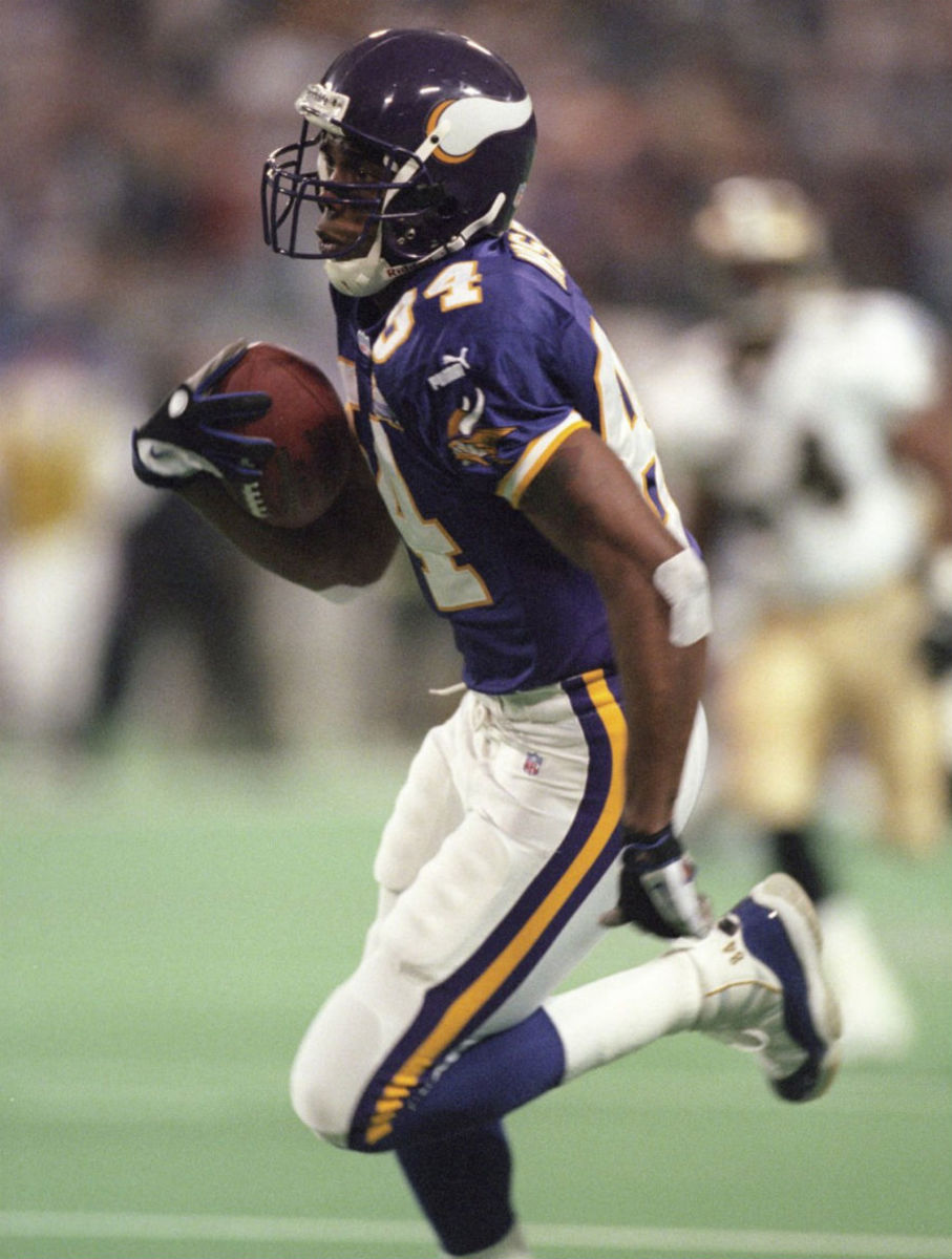 randy-moss-air-jordan-xi-11-vikings-pe-05