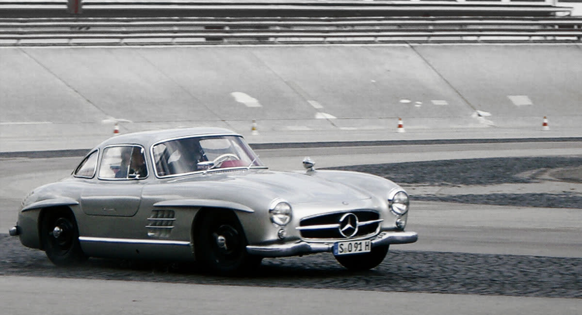 mercedes-benz-300sl-gullwing-front-side