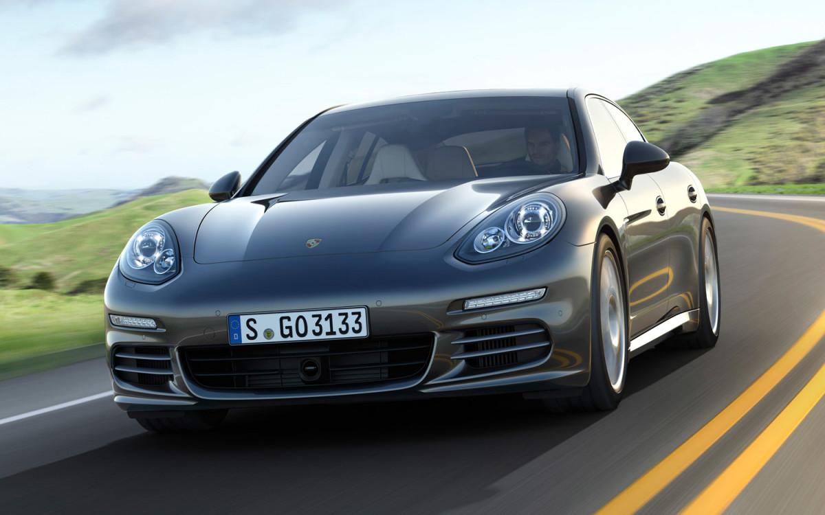 2014-Porsche-Panamera-4S-front-three-quarter