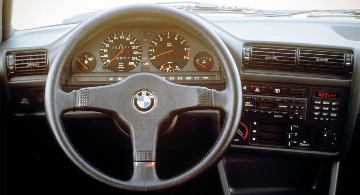 bmw-e30-m3-interior-dashboard