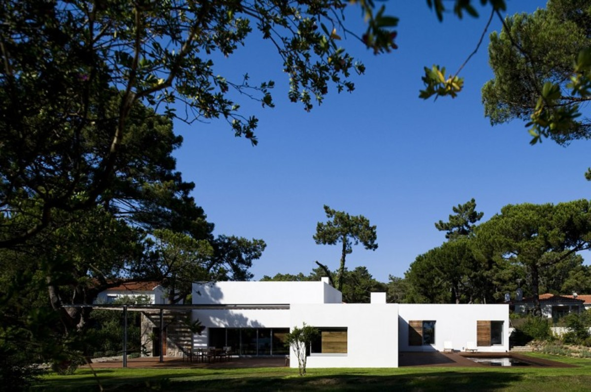 casa-no-banzao-ii-by-frederico-valsassina-arquitectos-01-800x531