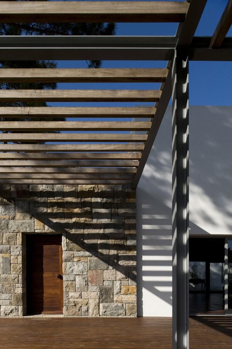casa-no-banzao-ii-by-frederico-valsassina-arquitectos-04-800x1201