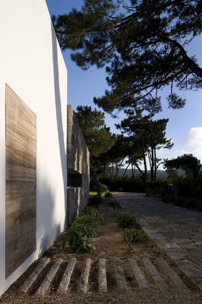 casa-no-banzao-ii-by-frederico-valsassina-arquitectos-06-800x1201