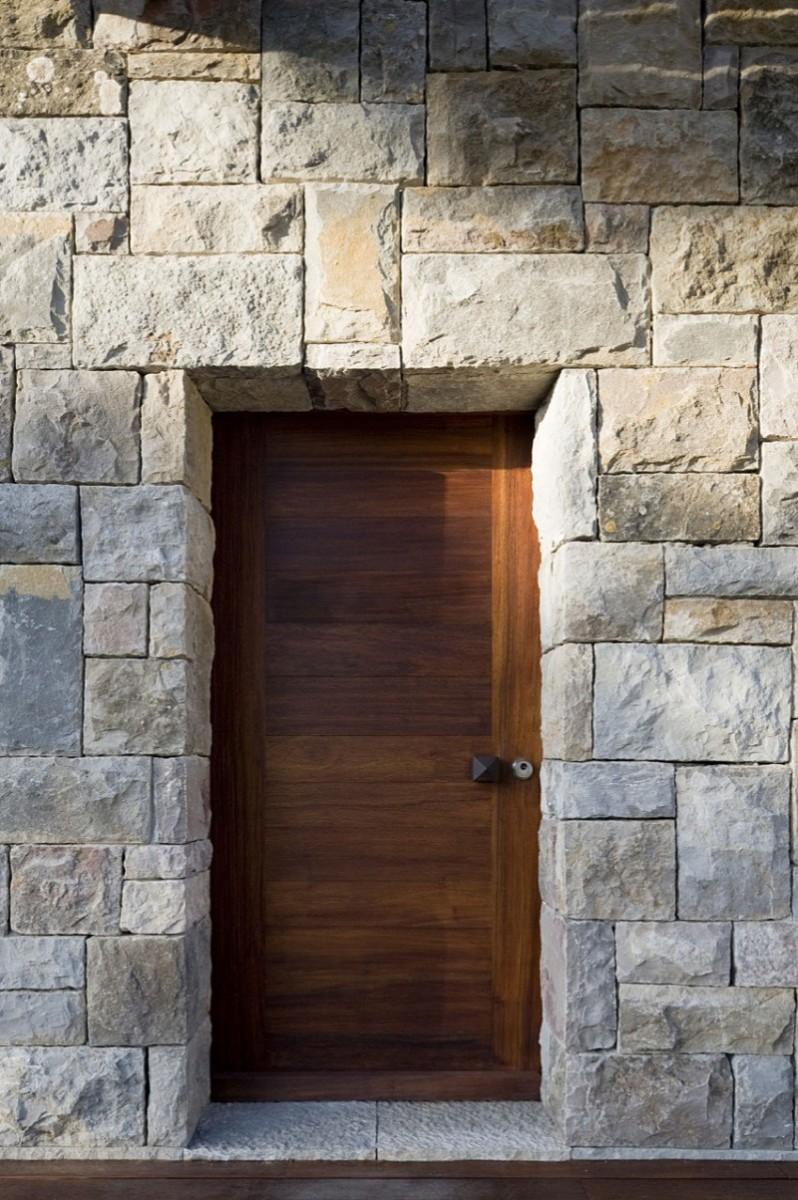 casa-no-banzao-ii-by-frederico-valsassina-arquitectos-07-800x1203