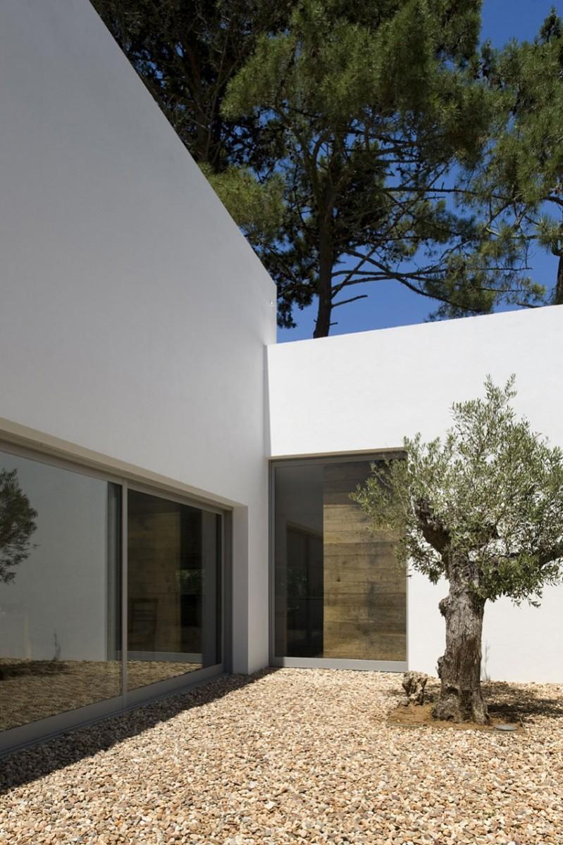 casa-no-banzao-ii-by-frederico-valsassina-arquitectos-08-800x1201
