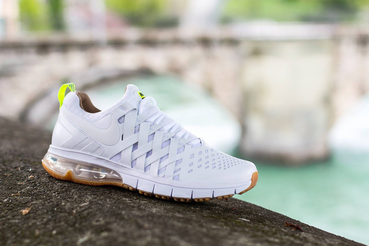 nike-fingertrap-max-premium-white-1