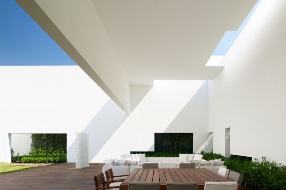 Miguel-Angel-Aragonés's-Style-for-a-Mexico-City-Modern-Home-7-800x530
