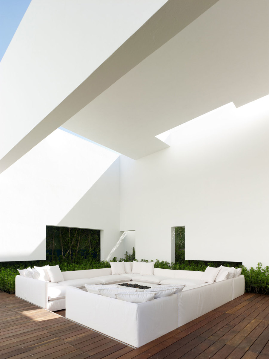 Miguel-Angel-Aragonés's-Style-for-a-Mexico-City-Modern-Home-4