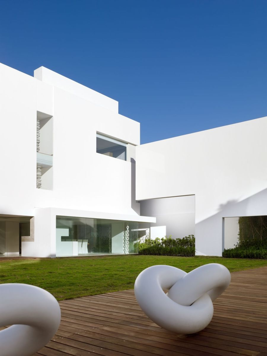 Miguel-Angel-Aragonés's-Style-for-a-Mexico-City-Modern-Home-1