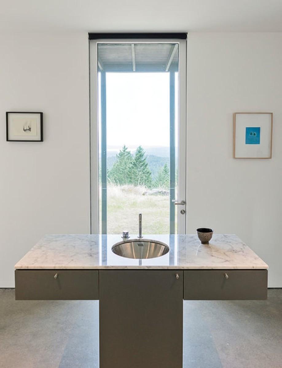 art-life-faucet-carrara-marble-vanity