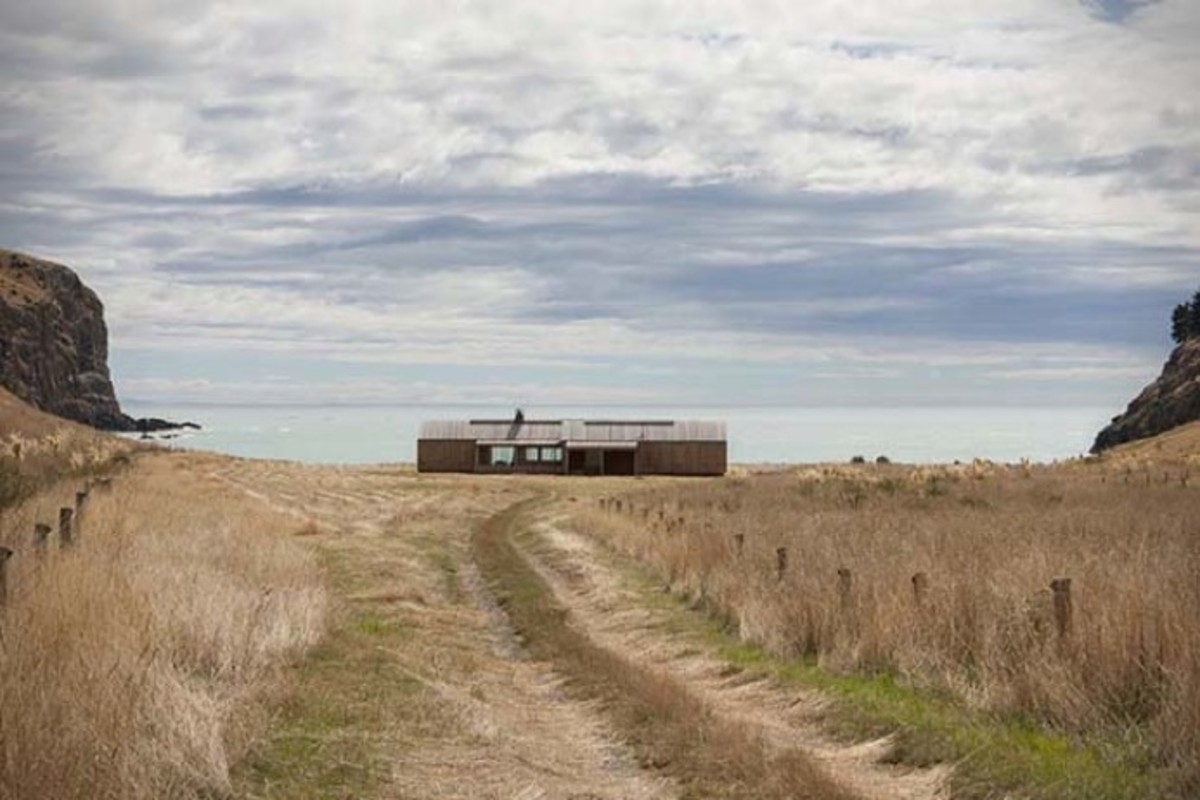 Scrubby-Bay-Farmhouse-in-New-Zealand-2