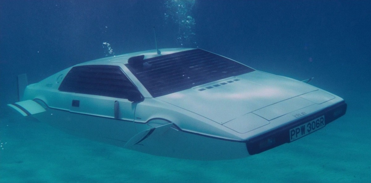 Lotus_esprit_S1_submarine