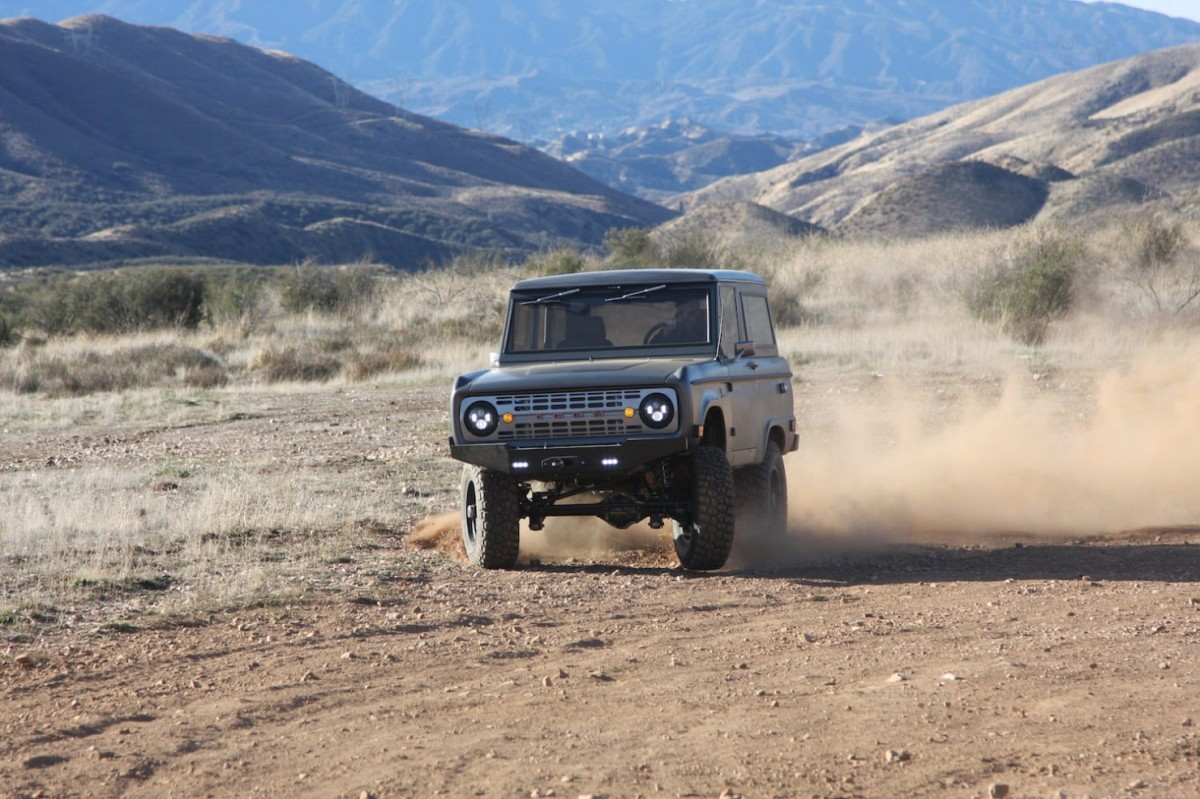 Bronco_Offroad_F34_Dusty_Drift-1480x986