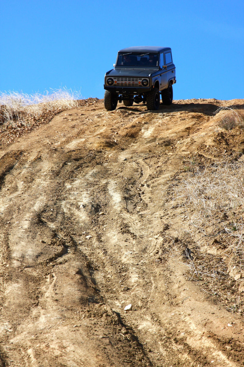 Bronco_Offroad_Hill_Tall