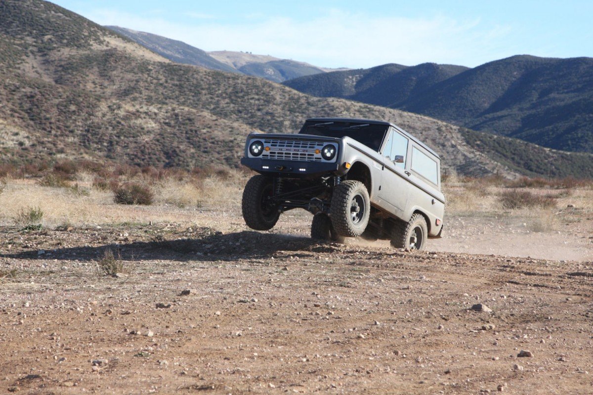 Bronco_Offroad_Jump-1480x986