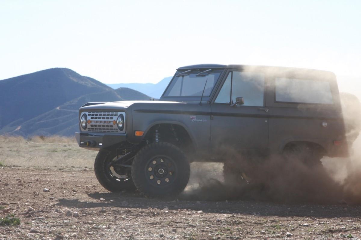 Bronco_Offroad_Profile_Dust-1480x986