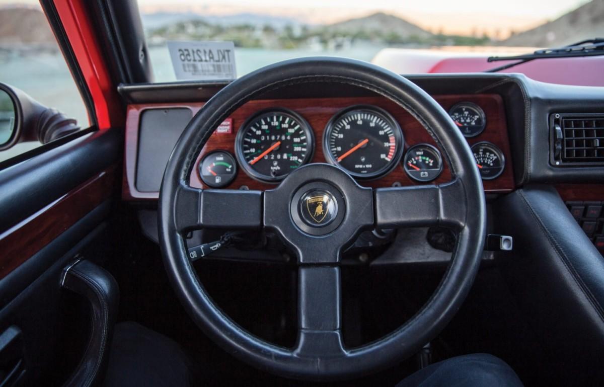 Lamborghini-LM002-9-1480x949