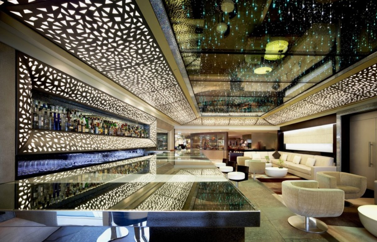 Inside this incredible 7 star dubai hotel airows for Dubai 7 star hotel name