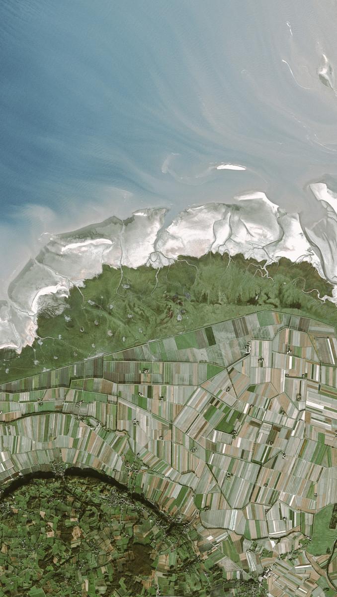r705_39_satellite_image_spot5_2.5m_mont_stmichel_france_2003