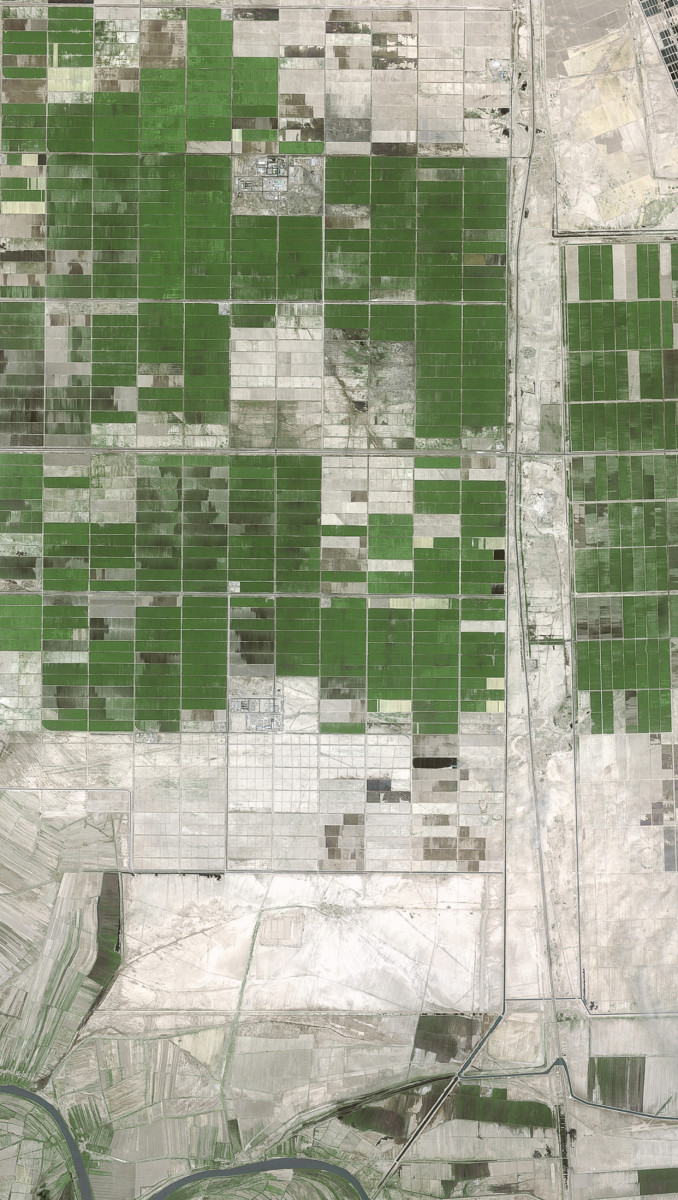 r1195_39_satellite_image_spot5_2.5m_avhaz_iran_2004
