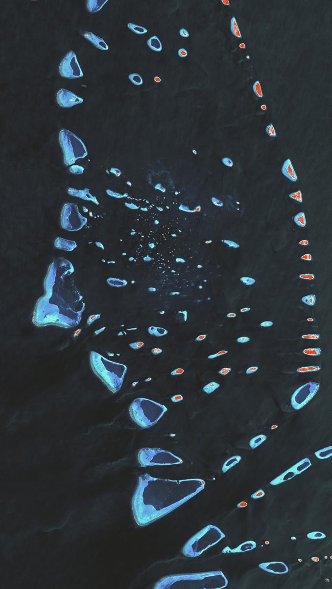 r1585_39_satellite_image_spot4_10m_maalhosmadulu_atoll_maldives_2000