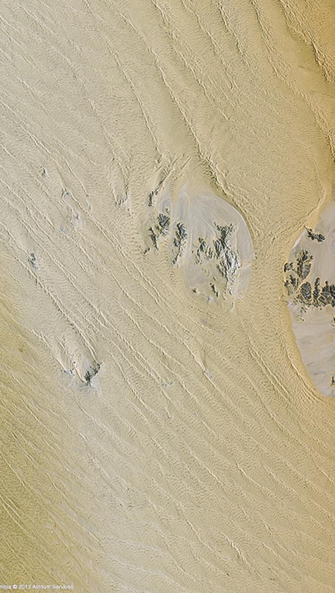 r19906_39_satellite_image_spot6_namib_desert_namibia_2013-2