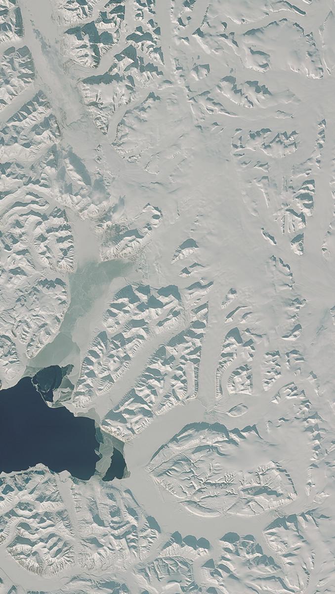 r34229_39_satellite_image_spot6_spitzberg_glacier_norway_2013