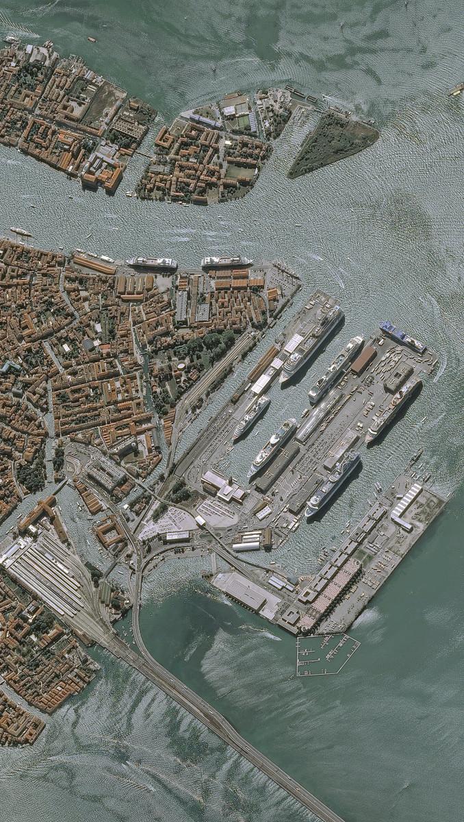 r27098_39_satellite_image_pleiades_venise_italy_20130921-2