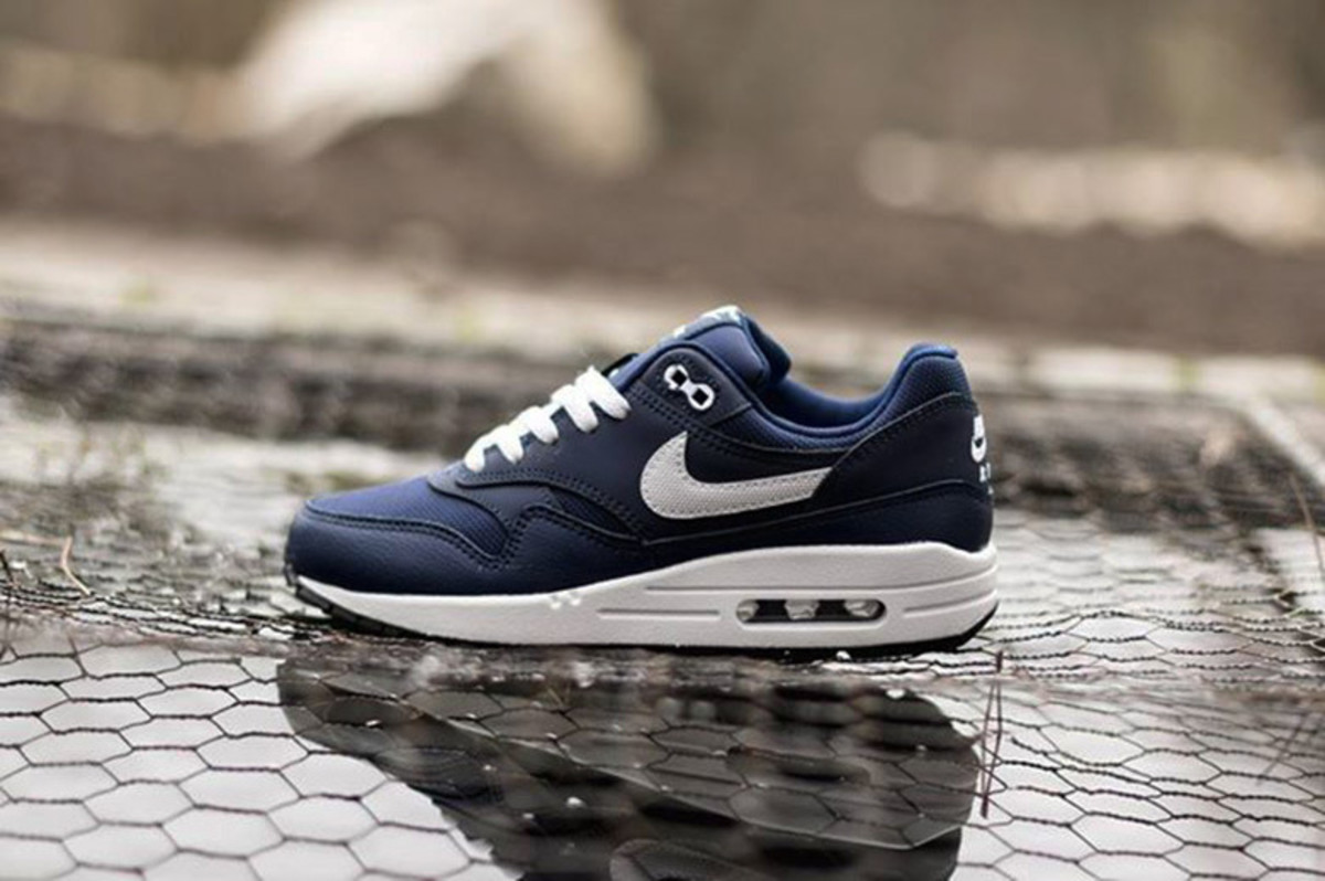 a-first-look-at-nike-air-max-1-gs-midnight-navy-legend-blue-0