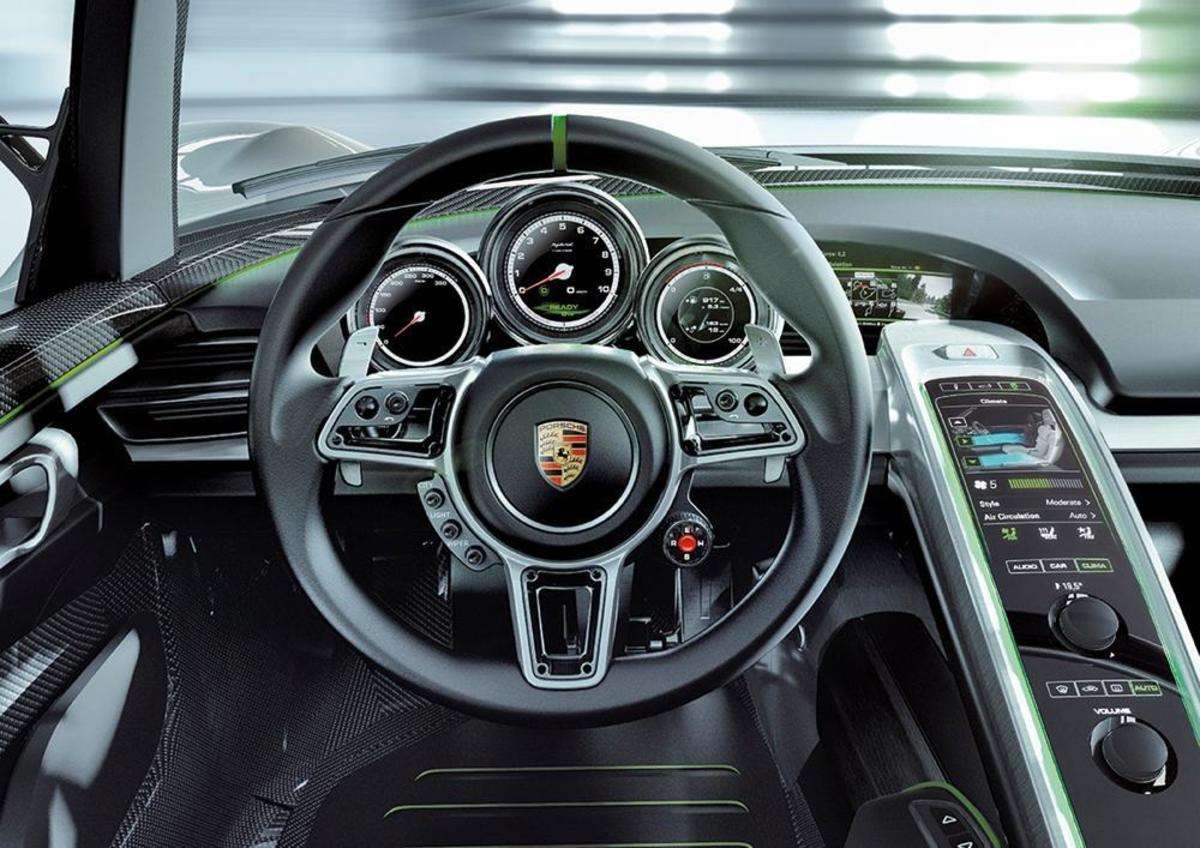 porsche-918-spyer-interior