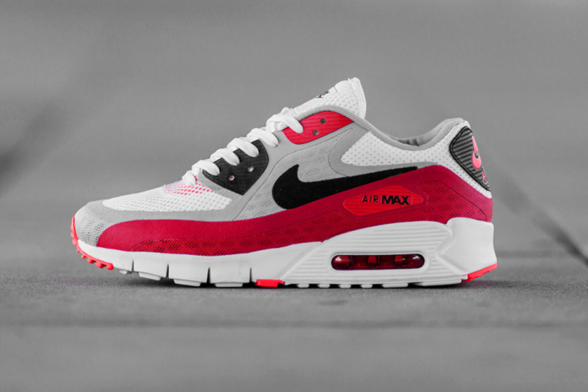 25 pairs of nike air max shoes worth obsessing over airows. Black Bedroom Furniture Sets. Home Design Ideas