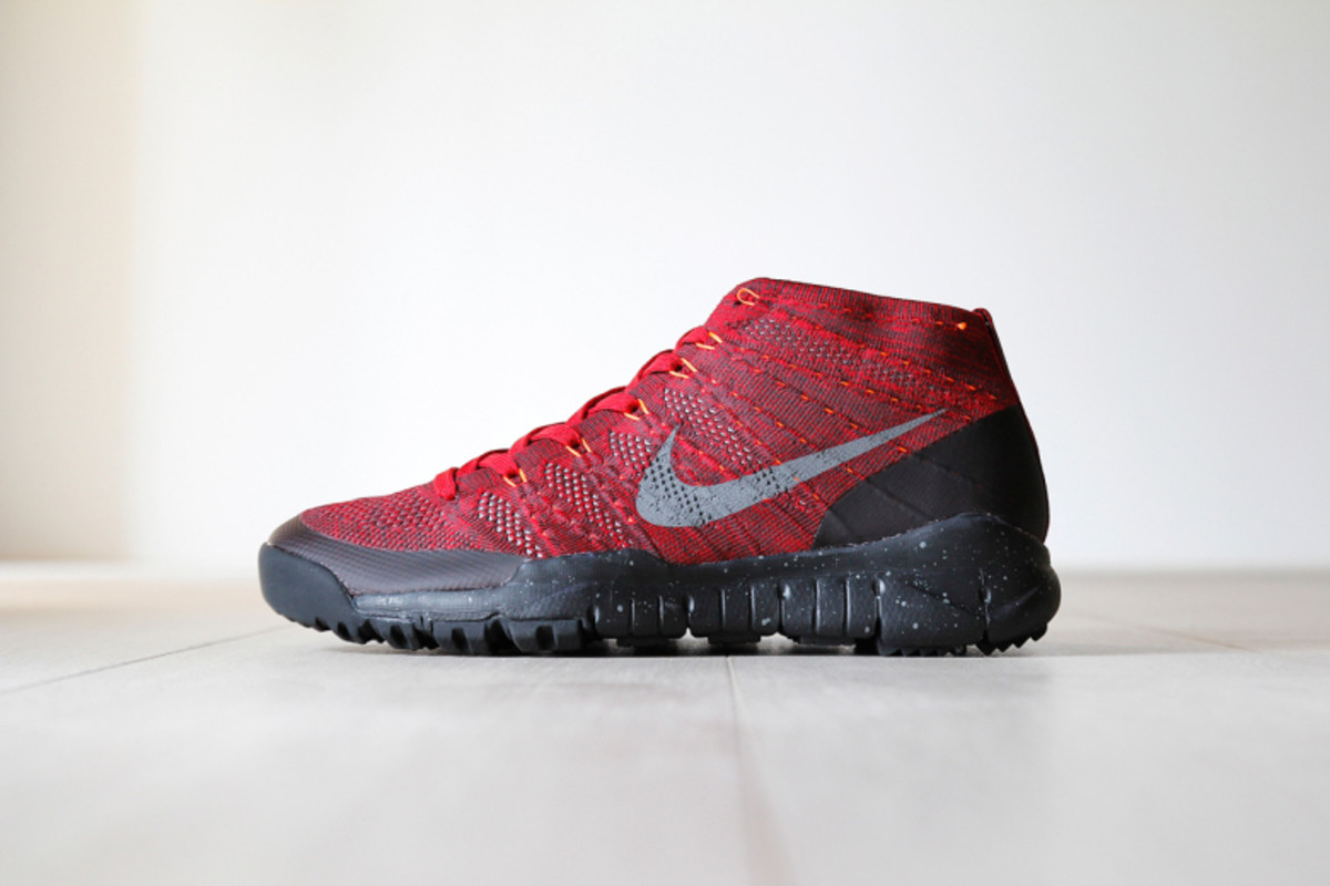nike-flyknit-trainer-chukka-fsb-university-red-black-1