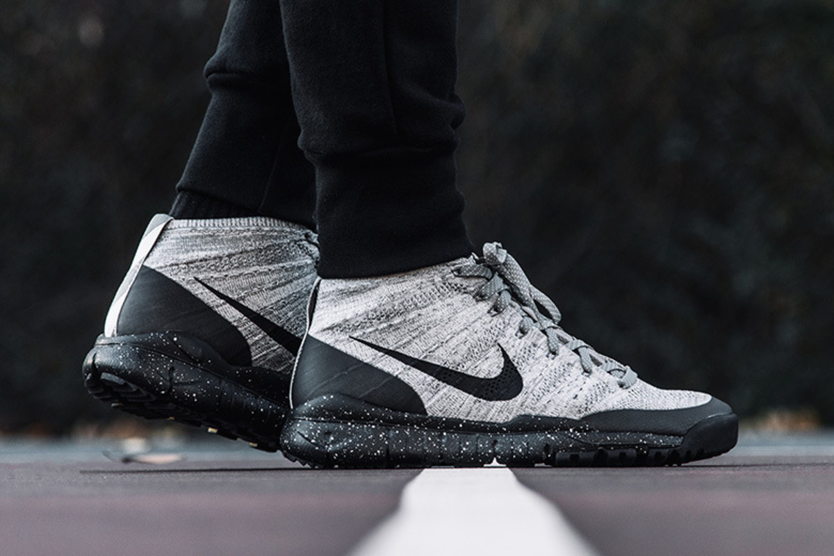 nike-flyknit-trainer-chukka-fsb-light-charcoal-1