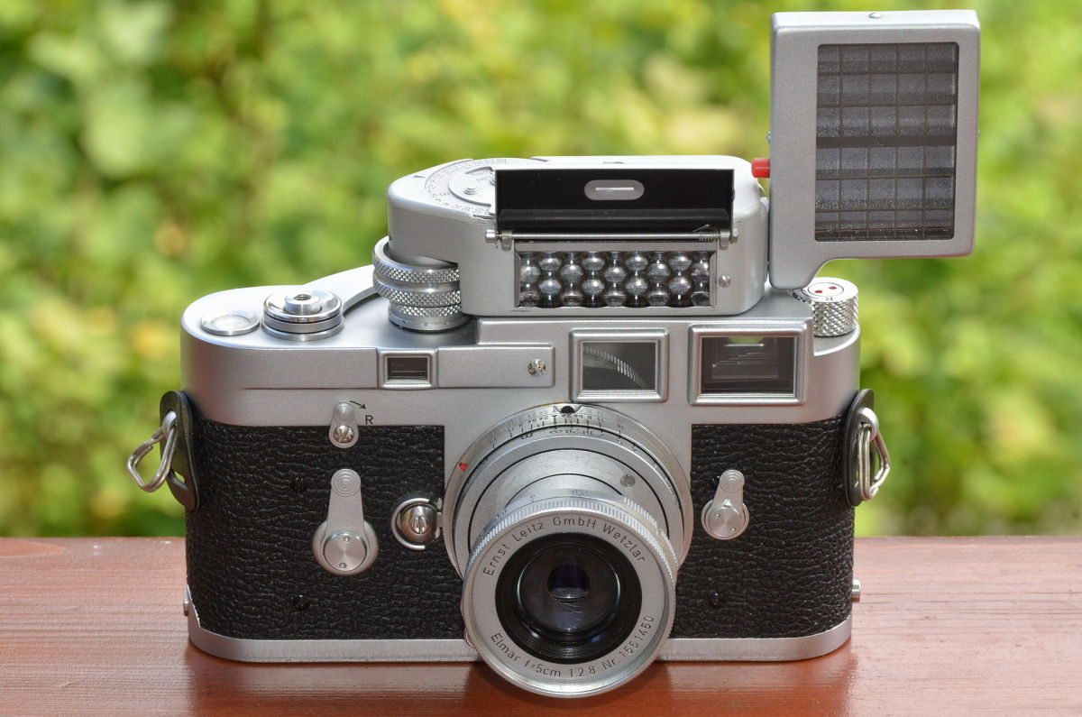 Leica_M3_chrome_Singlestroke_with_Leica-Meter_M_und_Elmar_f=5cm_2,8_M39