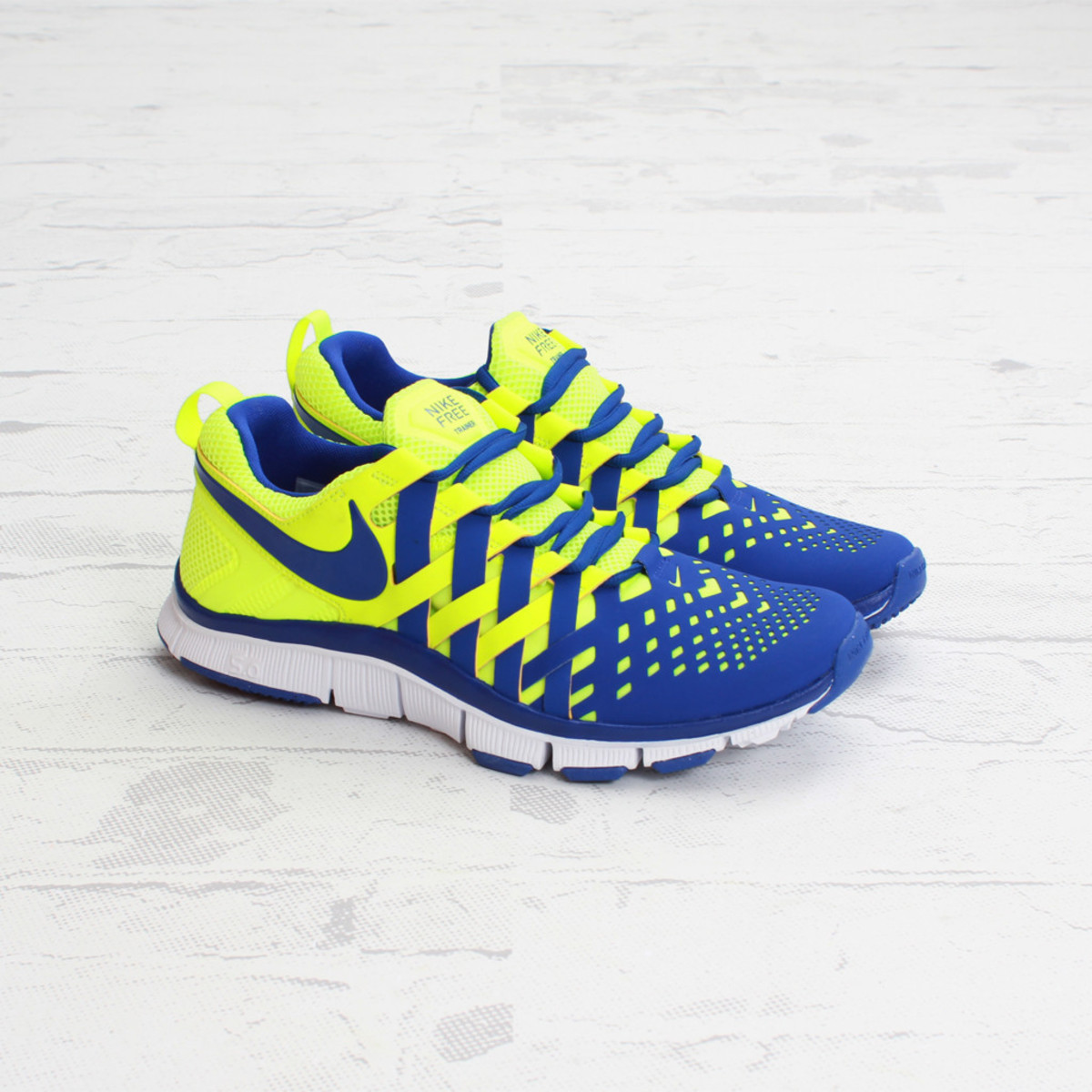nike_freetrainer50_volthyperblue_01_1024x1024