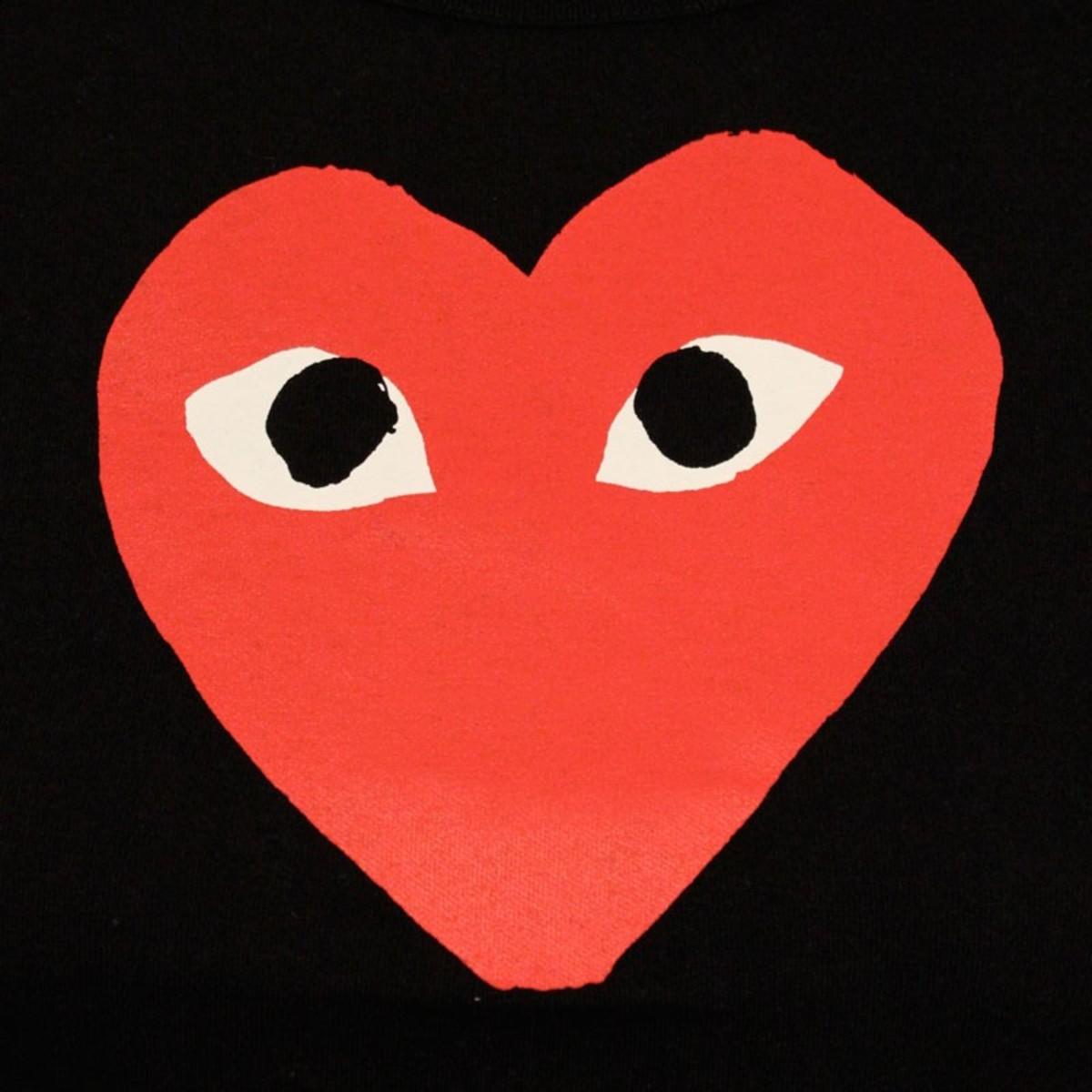 comme-des-garcons-red-heart-black-3