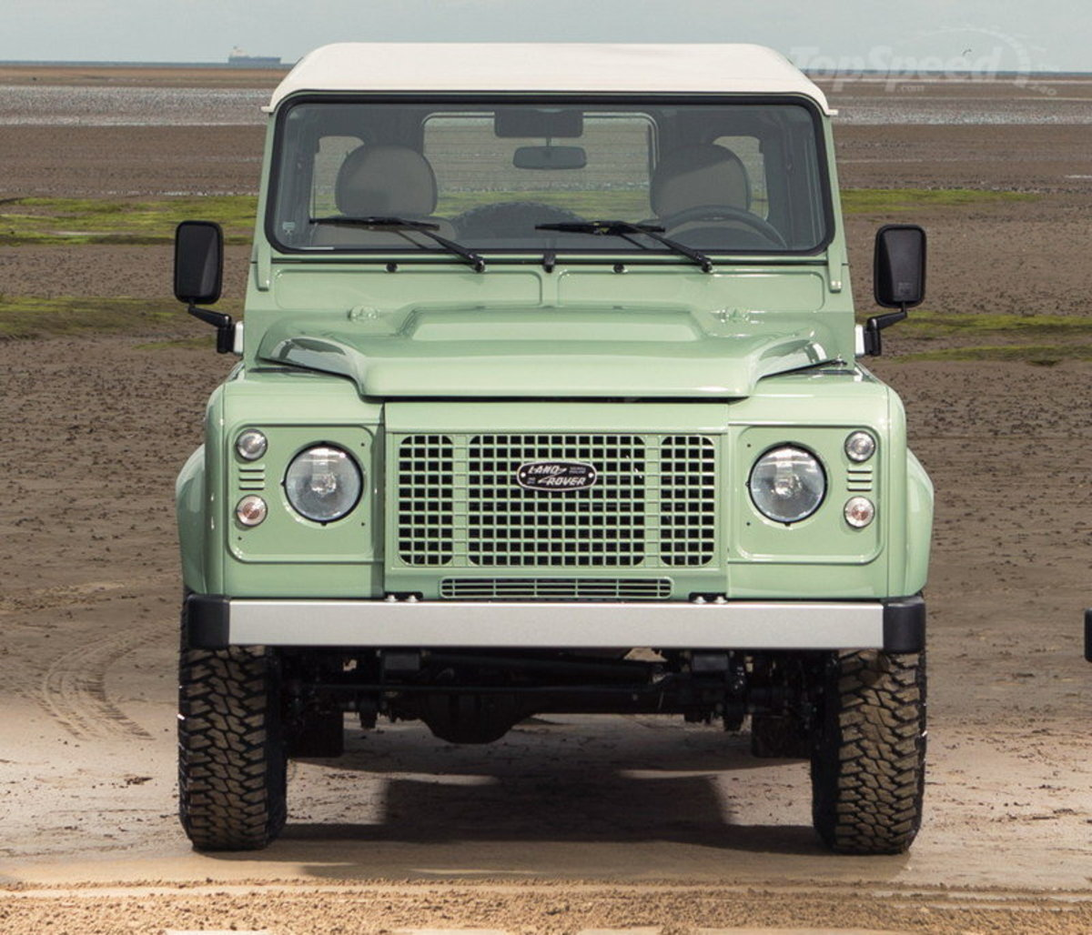 land-rover-defender--2_800x0w