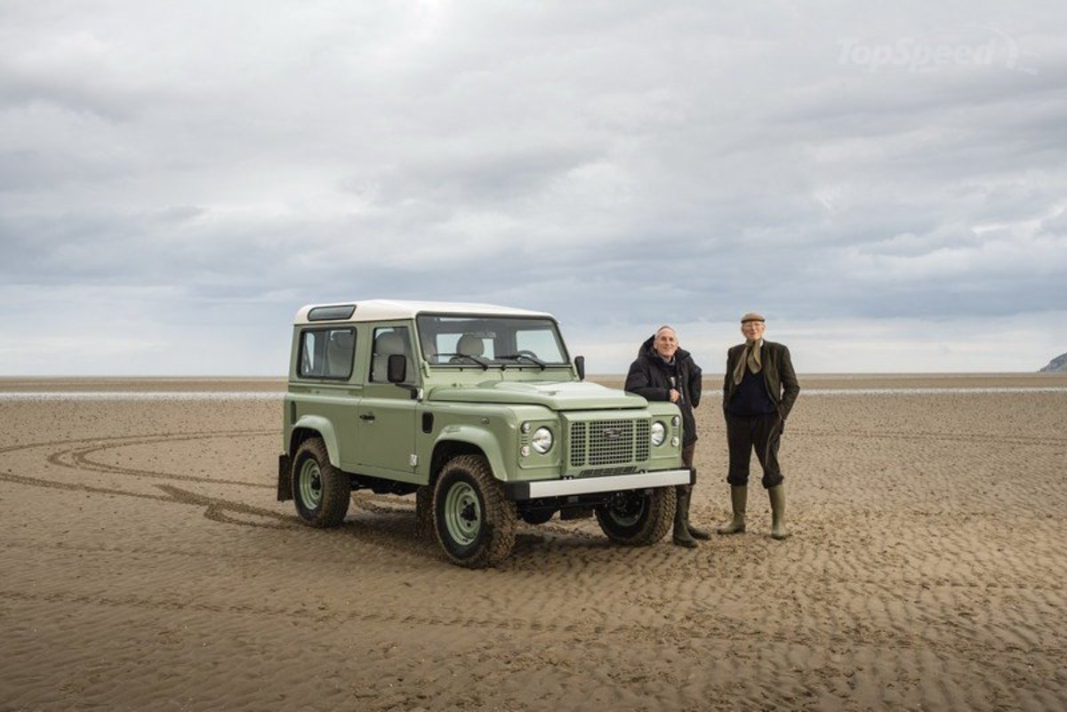 land-rover-defender--8_800x0w