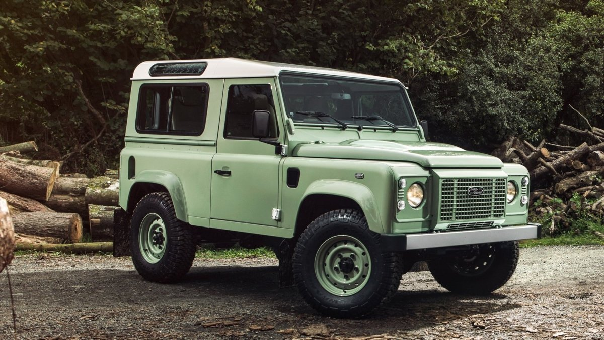 land-rover-defender--9_1600x0w