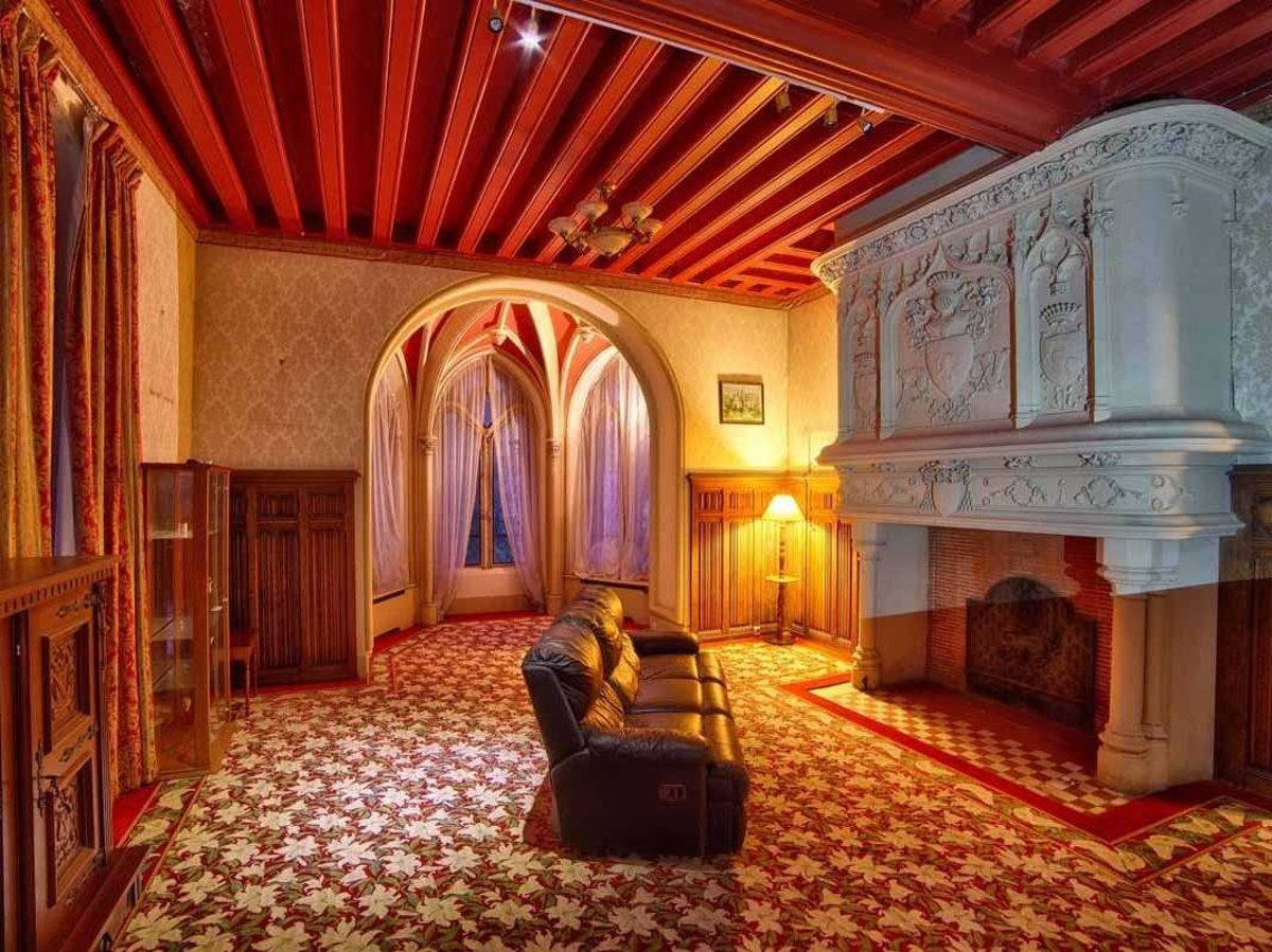 the-inside-is-as-luxurious-as-you-would-expect-a-16th-century-manor-house-to-be-an-original-carved-fireplace-features-a-medieval-crest