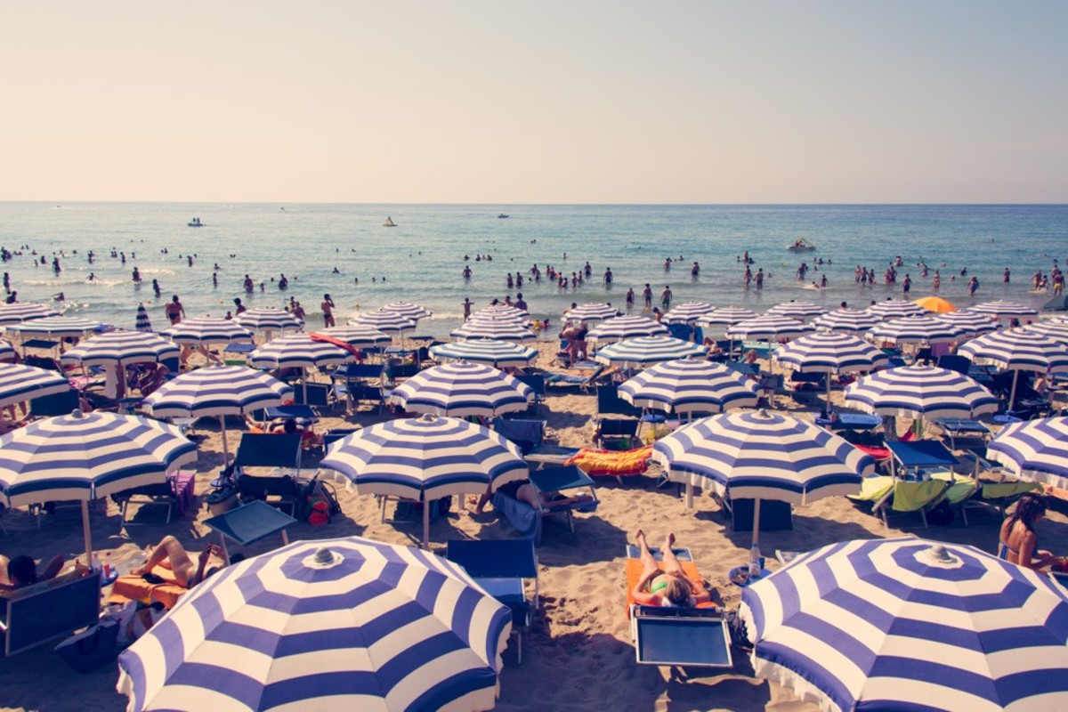 Cefalu_White_and_Blue_Umbrellas_4