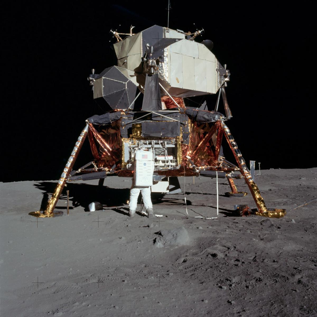 Unpacking-Experements-Apollo-11-GEar-Patrol