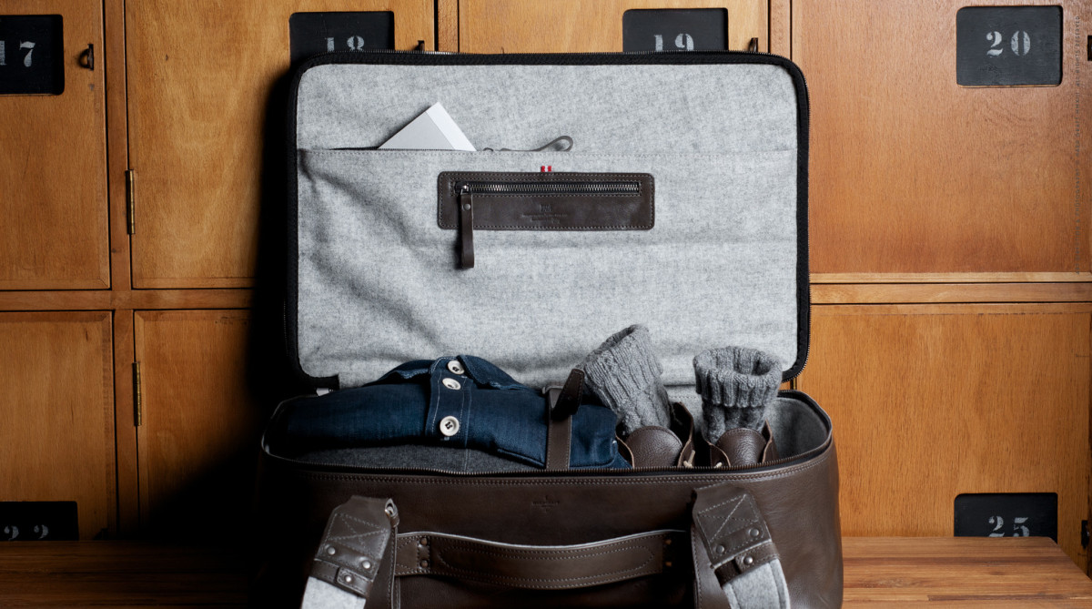 Carry-On-Suitcase-Smoke-10
