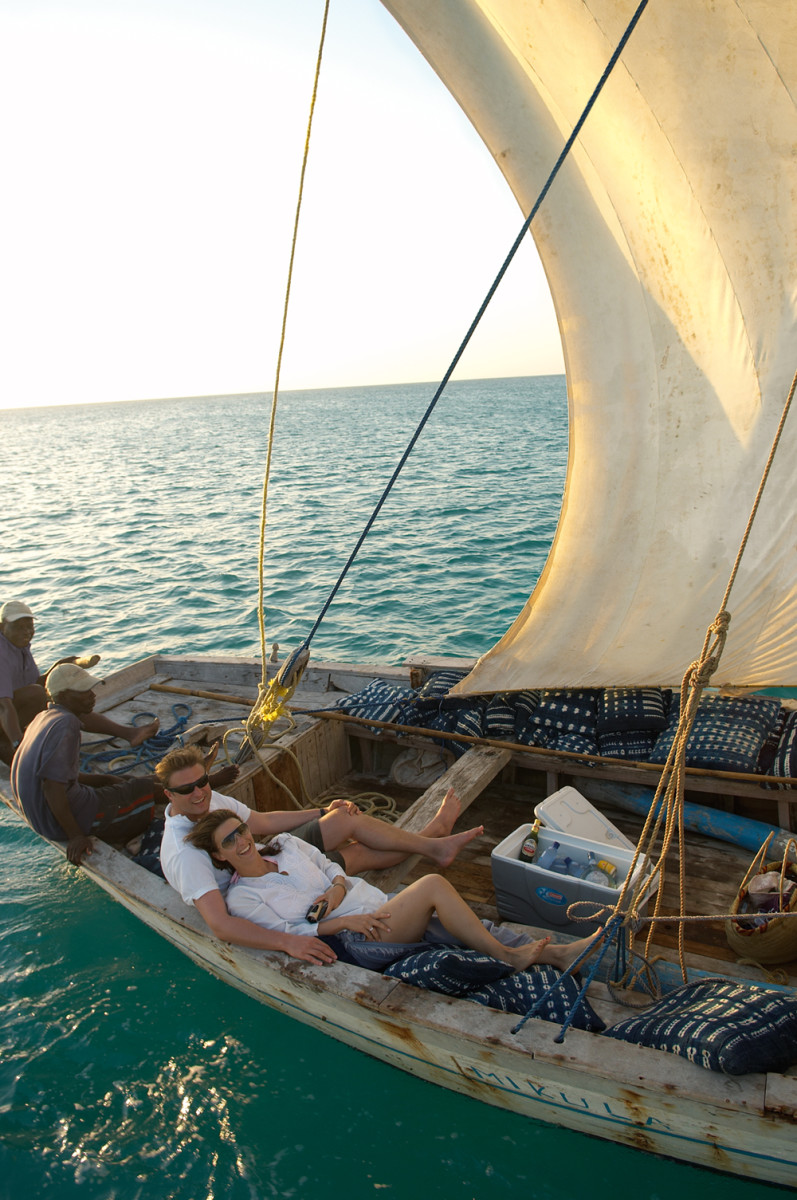 Sailing_guests-_dhow_Credit-Vamizi