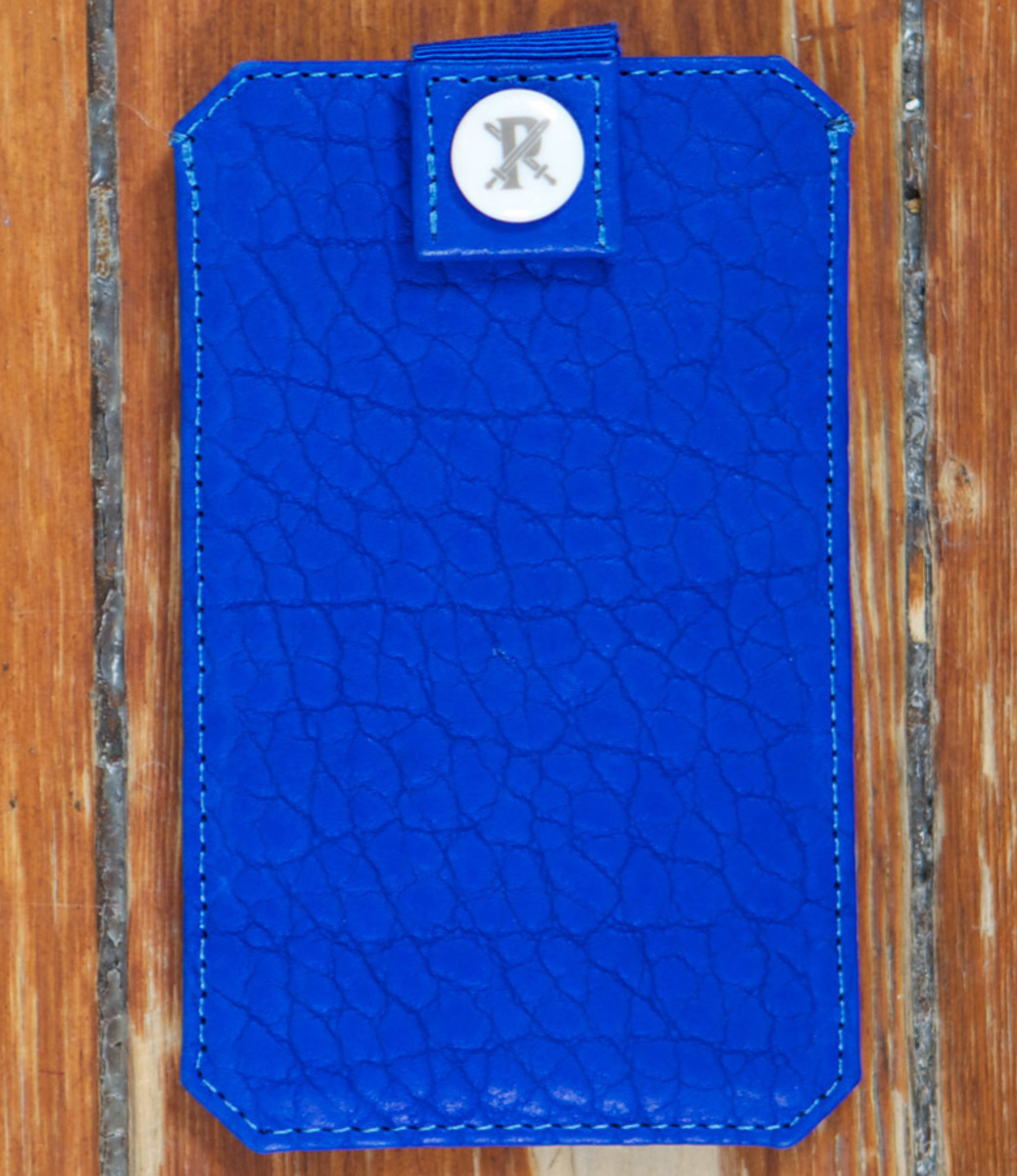 parabellum-fw12-iphone-sleeve-vibrant-blue-1