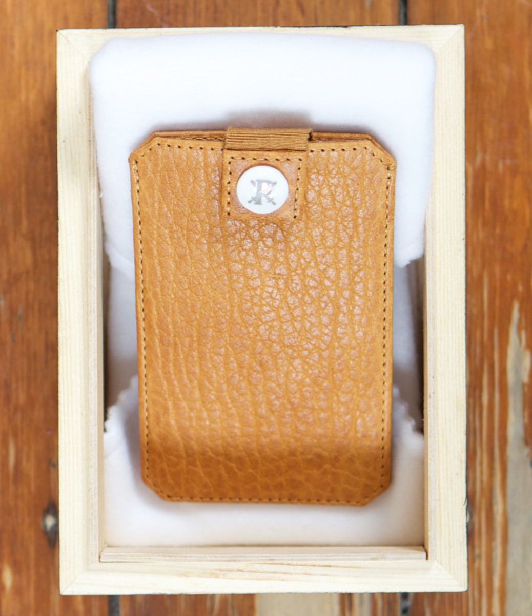 parabellum-fw12-iphone-sleeve-pumpkin-2