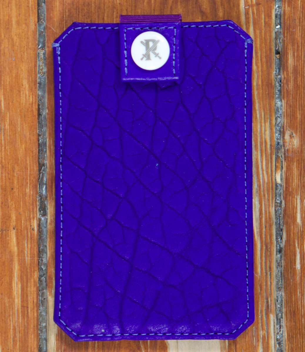 parabellum-fw12-iphone-sleeve-violet-1